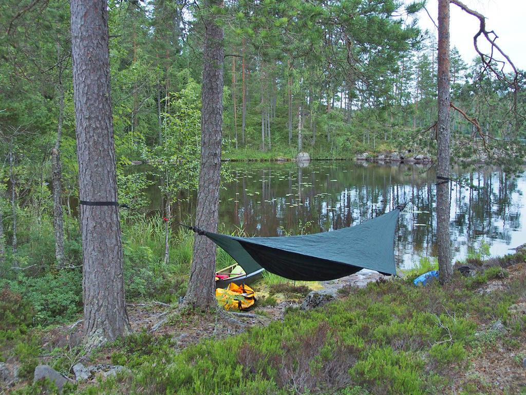Leiri. Nukuin riippumatossa, mutta tässä olisi voinut majoittua muutenkin, vaikkapa laavussa tai teltassa.